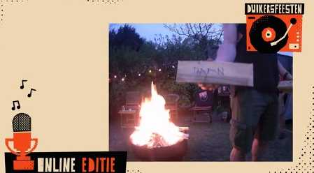 De gesponsorde planken werden met de naam van de donor getekend, verschenen op de livestream en werden nadien op het vuur gegooid.